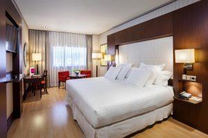 Bello hotel en Granada con jacuzzi en la habitación