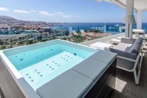 Gran hotel de playa con mucho estilo en la habitación y ambiente en Tenerife