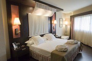 Hoteles coHotel con encanto en Córdoban jacuzzi en la habitacion