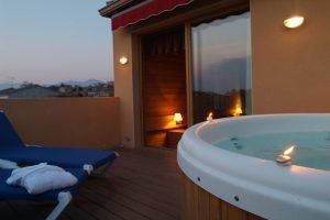 gran hotel con ambiente romántico en Garriguella}